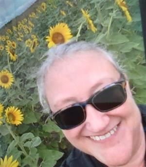 Picture of Mrs Avenevoli in a field of sunflowers